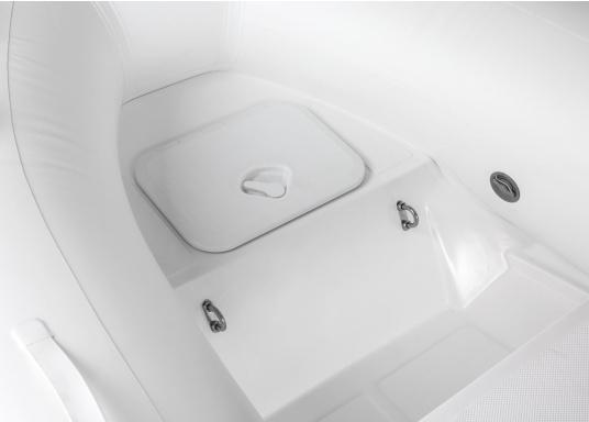 Das Festrumpfschlauchboot ist die perfekte Kombination aus klassischen Schlauchbooten und reinen Festrumpfbooten. Es kombiniert die besten Eigenschaften beider Konstruktionen, ohne die jeweiligen Nachteile zu übernehmen.  (Bild 4 von 8)