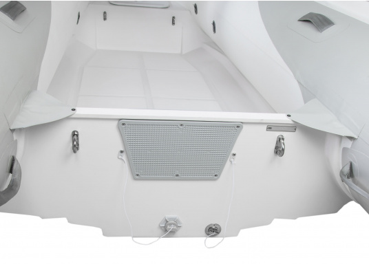 Das Festrumpfschlauchboot ist die perfekte Kombination aus klassischen Schlauchbooten und reinen Festrumpfbooten. Es kombiniert die besten Eigenschaften beider Konstruktionen, ohne die jeweiligen Nachteile zu übernehmen.  (Bild 5 von 9)