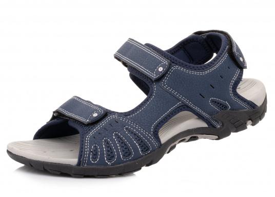Bequeme Sandale für den vielseitigen Einsatz an Bord oder für den Landgang. Gefertigt aus salzwasserbeständigem und schnelltrocknendem Obermaterial.