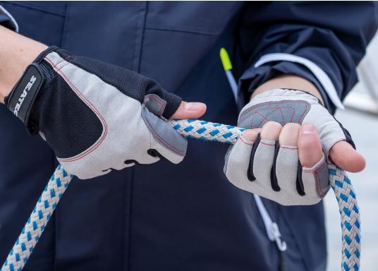 Der Handschuh DECKHAND wurde aus hochwertigem Ziegenleder hergestellt und ist mit Stretch-Einsatz am Handrücken, verstellbarem Klettverschluss am Handgelenk und verstärkten Handflächen ausgestattet. Version: ohne Finger. (Bild 5 von 5)