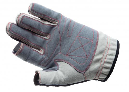 Der Handschuh DECKHAND wurde aus hochwertigem Ziegenleder hergestellt und ist mit Stretch-Einsatz am Handrücken, verstellbarem Klettverschluss am Handgelenk und verstärkten Handflächen ausgestattet. Version: Daumen und Zeigefinger offen. (Bild 2 von 5)