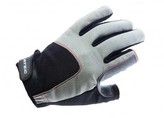 Der Handschuh DECKHAND wurde aus hochwertigem Ziegenleder hergestellt und ist mit Stretch-Einsatz am Handrücken, verstellbarem Klettverschluss am Handgelenk und verstärkten Handflächen ausgestattet. Version: Daumen und Zeigefinger offen.
