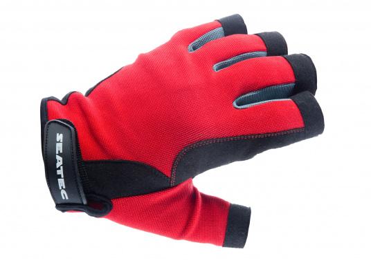 Der Handschuh TEAM sorgt dank der Amara®Handflächen jederzeit für einen sicheren Griff. Durch das flexible Mesh am Handrücken bietet der Handschuh eine exzellente Passform und ist zudem besonders atmungsaktiv. Version: ohne Finger.