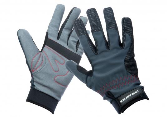 Die perfekte Balance zwischen Grip und Haltbarkeit. Der Handschuh 4 SEASONS besteht aus Neopren und Amara und ist mit einer nahtlosen Fingerkonstruktion und Polsterungen an den Handflächen ausgestattet. Für verlässliche Funktion bei feuchten und trockenen Bedingungen. (Bild 3 von 6)