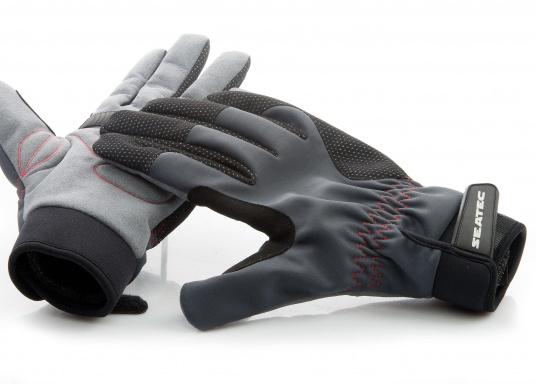 Die perfekte Balance zwischen Grip und Haltbarkeit. Der Handschuh 4 SEASONS besteht aus Neopren und Amara und ist mit einer nahtlosen Fingerkonstruktion und Polsterungen an den Handflächen ausgestattet. Für verlässliche Funktion bei feuchten und trockenen Bedingungen. (Bild 6 von 6)