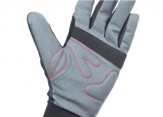 Die perfekte Balance zwischen Grip und Haltbarkeit. Der Handschuh 4 SEASONS besteht aus Neopren und Amara und ist mit einer nahtlosen Fingerkonstruktion und Polsterungen an den Handflächen ausgestattet. Für verlässliche Funktion bei feuchten und trockenen Bedingungen. (Bild 5 von 6)