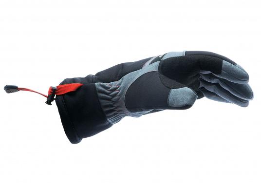 Vielseitig verwendbarer Handschuh für alle Wetterbedingungen. Wasserdicht, flexibel, komfortabel zu tragen und daher perfekt für lange Zeiten am Ruder geeignet. (Bild 4 von 6)