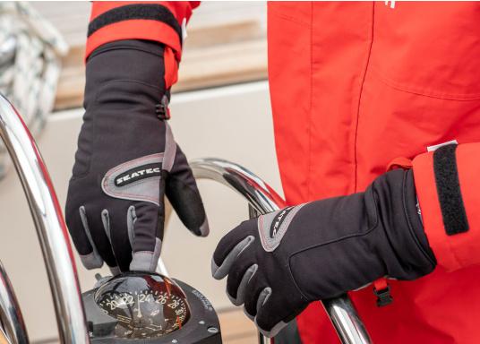 Vielseitig verwendbarer Handschuh für alle Wetterbedingungen. Wasserdicht, flexibel, komfortabel zu tragen und daher perfekt für lange Zeiten am Ruder geeignet. (Bild 2 von 6)