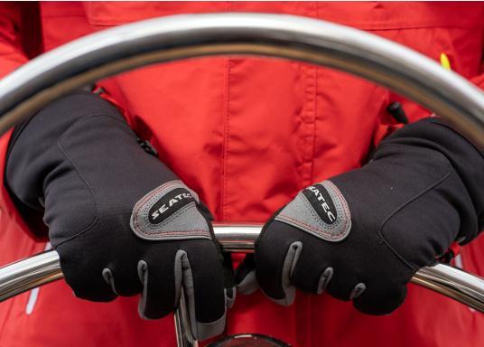 Vielseitig verwendbarer Handschuh für alle Wetterbedingungen. Wasserdicht, flexibel, komfortabel zu tragen und daher perfekt für lange Zeiten am Ruder geeignet. (Bild 3 von 6)