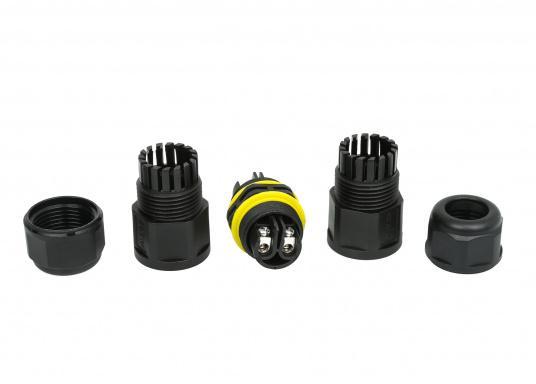 Die wasserdichte 2-polige Kabelverbindung sorgt speziell unter rauen maritimen Umgebungsbedingungen für eine sichere Leitungsverbindung. Das Gehäuse besteht aus einem hochwertigen glasfaserverstärkten Kunststoff und es ist somit optimal für den Einsatz an Bord geeignet. (Bild 5 von 12)