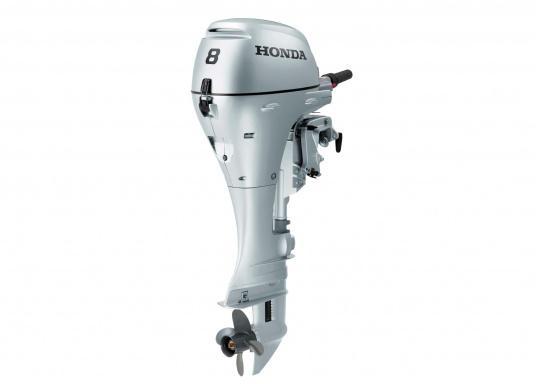Zuverlässiger Partner auf dem Wasser! Der Außenborder BF 8 von Honda verfügt über ein umfangreiches Warrnsystem wie z.B. Überhitzungs- und Öldruckalarm. Erhältlich als Kurzschaft oder Langschaft Version.