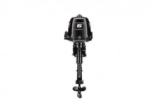 Der Außenborder DF 6A L von SUZUKI bietet die hervorragende Energie und die Leistung.Der Betrieb ist angenehm benutzerfreundlich und die digitale Zündung gewährleistet einen gleichmäßigen Motorlauf. Der ideale Bootsmotor. (Bild 2 von 5)