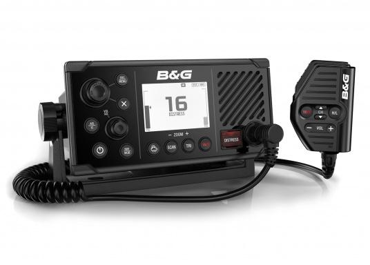 Das UKW SeefunkgerätV60 von B&G verfügt über eine integrierte GPS-Antenne, einen integrierten AIS-Empfänger und überzeugt mit vielseitiger Konnektivität. Ein großes Display mit intuitiver Benutzeroberfläche sorgt für eine übersichtliche und einfache Bedienung.