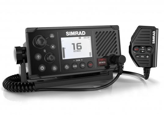Das UKW SeefunkgerätRS40 von SIMRAD verfügt über eine integrierte GPS-Antenne, einen integrierten AIS-Empfänger und überzeugt mit vielseitiger Konnektivität. Ein großes Display mit intuitiver Benutzeroberfläche sorgt für eine übersichtliche und einfache Bedienung.Optisch wurde das Display an das Design der SIMRAD Multifunktionsdisplays angepasst.