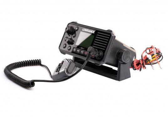 Ein echter Alleskönner! Das UKW SeefunkgerätLink-9 von Lowrance verfügt über eine integrierte GPS-Antenne, einen integrierten AIS-Empfänger und überzeugt mit vielseitiger Konnektivität. Ein großes Display mit intuitiver Benutzeroberfläche sorgt für eine übersichtliche und einfache Bedienung. (Bild 7 von 11)
