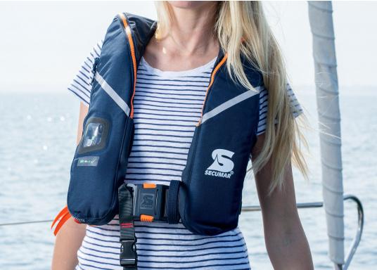 Die ergonomische SURVIVAL 275 ist mit 280 N Auftrieb für ein Körpergewicht ab 50 kg geeignet. Für Yacht- und Fahrtensegeln, Hochseesegeln (Blauwasser). Optimale Bewegungsfreiheit, für lange Törns geeignet. (Bild 2 von 5)
