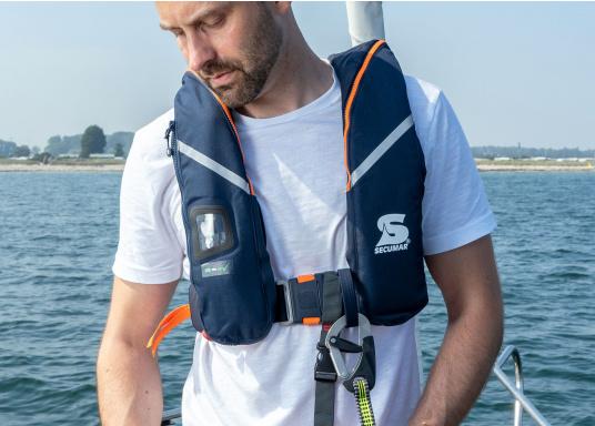 Die ergonomische SURVIVAL 275 ist mit 280 N Auftrieb für ein Körpergewicht ab 50 kg geeignet. Für Yacht- und Fahrtensegeln, Hochseesegeln (Blauwasser). Optimale Bewegungsfreiheit, für lange Törns geeignet. (Bild 3 von 5)