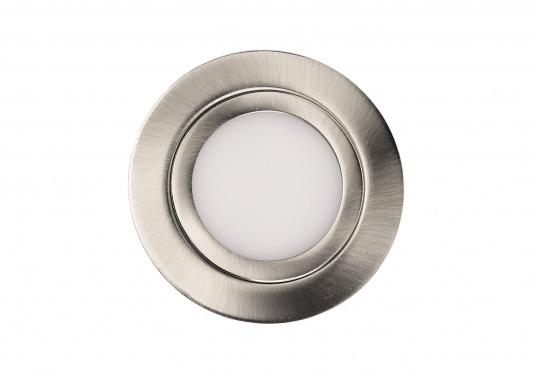 Formschöne LED-Einbauleuchte in sehr flacher Bauweise mit Metall-Gehäuse mit opaler Abdeckung. Die Lampe bietet ein angenehmes, warmweißes Licht und eine homogene Lichtverteilung ohne sichtbare LED Punkte.