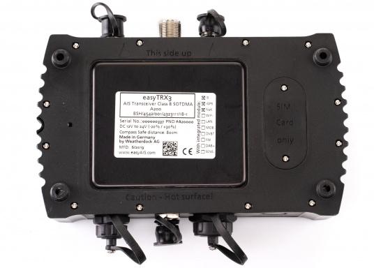 Der Class B AIS-Sender/Empfänger easyTRX3 von Weatherdock überzeugt mit neusten Innovationen: 5 W Sendeleistung, schnellere Übertragungsrate der AIS Protokolle und SOTDMA-Technologie. Der AIS-Transceiver besteht aus einem robusten, kompakten und wasserdichten Gehäuse und gewährleistet, dass permanent parallel auf beiden AIS-Frequenzen gesendet und empfangen wird. Das Gerät verfügt über einen integrierten Splitter sowie eine integrierte GPS-Antenne. (Bild 4 von 6)