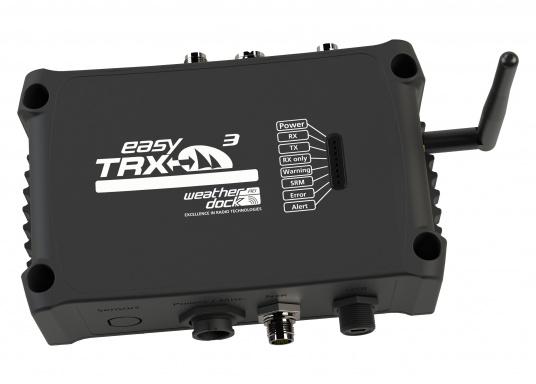 Der Class B AIS-Sender/Empfänger easyTRX3 von Weatherdock überzeugt mit neusten Innovationen: 5 W Sendeleistung, schnellere Übertragungsrate der AIS Protokolle und SOTDMA-Technologie. Der AIS-Transceiver besteht aus einem robusten, kompakten und wasserdichten Gehäuse und gewährleistet, dass permanent parallel auf beiden AIS-Frequenzen gesendet und empfangen wird. Das Gerät verfügt über einen integrierten Splitter und einer externen GPS- und WiFi-Antenne.