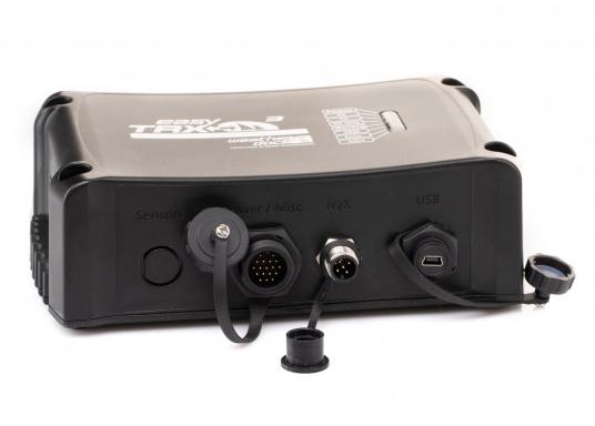 Der Class B AIS-Sender/Empfänger easyTRX3 von Weatherdock überzeugt mit neusten Innovationen: 5 W Sendeleistung, schnellere Übertragungsrate der AIS Protokolle und SOTDMA-Technologie. Der AIS-Transceiver besteht aus einem robusten, kompakten und wasserdichten Gehäuse und gewährleistet, dass permanent parallel auf beiden AIS-Frequenzen gesendet und empfangen wird. Das Gerät verfügt über einen integrierten Splitter und einer externen GPS- und WiFi-Antenne. (Bild 3 von 7)