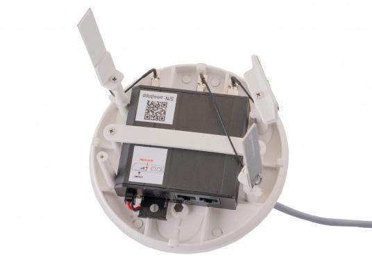 Mit der WiFi-Antenne weBBoat® 4G Lite von Glomex surfen Sie jetzt noch preiswerter im Internet. Die weBBoat 4G Lite vereint 4G, 3G und WiFi in einem System. Profitieren Sie von einer leichten Installation und Einrichtung sowie die automatische Umschaltung zwischen der Nutzung von WLAN und Mobilfunkdaten. (Bild 6 von 11)