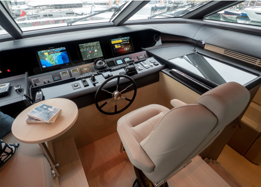 The Raymarine Glass Bridge series is a powerful chartplotter in an elegant design. The gS165 multifunction display features a fast dual-core processor and a third graphics processor for exceptionally fast image composition. The integrated WiFi and Bluetooth module allows you to connect the chartplotter to a variety of devices. (Afbeelding 16 of 18)