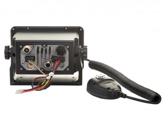 Das hochwertige UKW-Marinefunkgerät IC-M506GE von ICOM verfügt über einen integrierten GPS- und AIS-Empfänger und überzeugt mit hervorragenden Funktionen, die Ihnen die Kommunikation auf dem Wasser vereinfachen.NMEA2000-Konnektivität. (Bild 3 von 5)