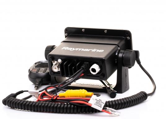 Das kompakte UKW-SeefunkgerätRay53 von Raymarine verfügt über einen eingebauten GPS-Empfänger und überzeugt mit aktueller und hervorragender Leistungsfähigkeit sowie vielseitiger Konnektivität. (Bild 3 von 5)