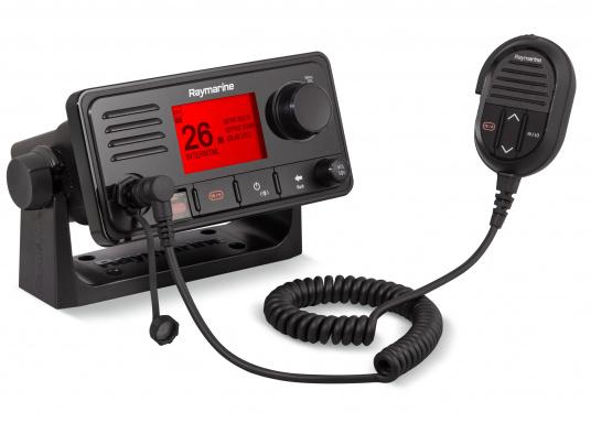 Das kompakte UKW-SeefunkgerätRay63 von Raymarine verfügt über einen eingebauten GPS-Empfänger und überzeugt mit aktueller und hervorragender Leistungsfähigkeit, vielseitiger Konnektivität und Flexibilität. Es besteht die Möglichkeit ein kabelgebundenen Controller anzuschließen.So können Sie Ihre Funkanlage von überall an Bord steuern. (Bild 2 von 2)