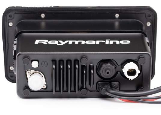 Das kompakte UKW-Seefunkgerät Ray73 von Raymarine verfügt über einen eingebauten GPS- und AIS-Empfänger und überzeugt mit aktueller und hervorragender Leistungsfähigkeit, vielseitiger Konnektivität und Flexibilität. Es besteht die Möglichkeit ein kabelgebundenen Controller anzuschließen.So können Sie Ihre Funkanlage von überall an Bord steuern. (Bild 3 von 5)