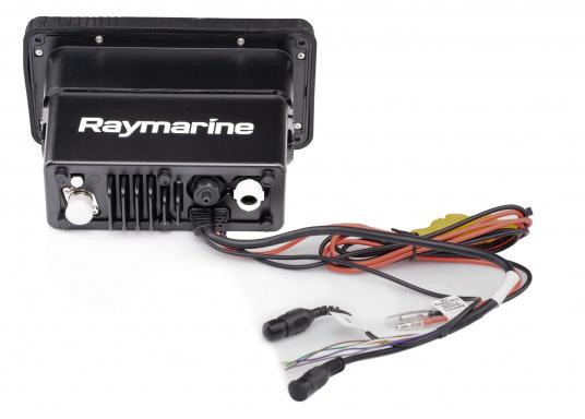 Das kompakte UKW-Seefunkgerät Ray73 von Raymarine verfügt über einen eingebauten GPS- und AIS-Empfänger und überzeugt mit aktueller und hervorragender Leistungsfähigkeit, vielseitiger Konnektivität und Flexibilität. Es besteht die Möglichkeit ein kabelgebundenen Controller anzuschließen.So können Sie Ihre Funkanlage von überall an Bord steuern. (Bild 4 von 5)