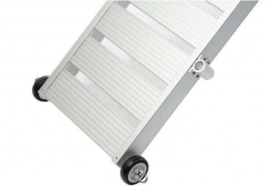 Questa passerella in alluminio non è solo bella, ma anche estremamente innovativa e pratica. (Immagine 5 di 5)