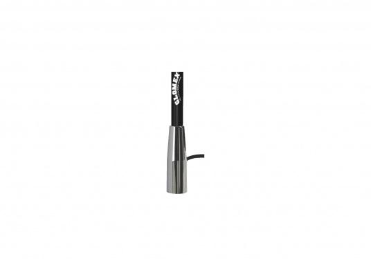 Die UKW-Seefunkantenne RA400CR/BK von GLOMEX ist 1,5 m lang, überzeugt mit einem stilvollen schwarzen Design und wird mit einem 4,5 m langen Antennenkabel geliefert. Der Gewinn der UKW Antenne beträgt: 3 db. (Bild 5 von 5)