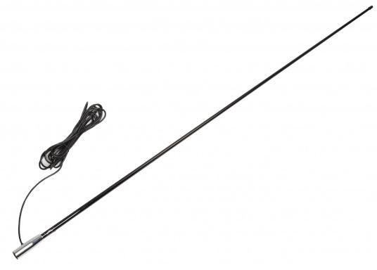 Die UKW-Seefunkantenne RA400CR/BK von GLOMEX ist 1,5 m lang, überzeugt mit einem stilvollen schwarzen Design und wird mit einem 4,5 m langen Antennenkabel geliefert. Der Gewinn der UKW Antenne beträgt: 3 db. (Bild 2 von 5)