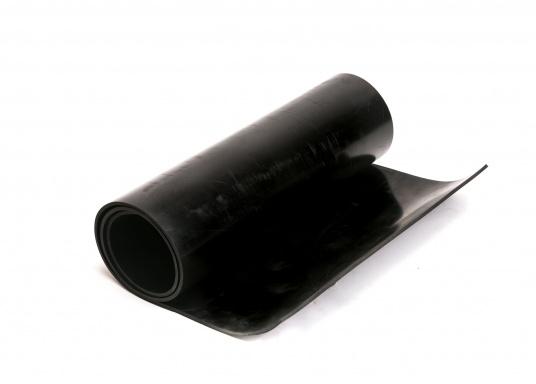 Gummidichtung NBR 65. Gute Temperaturbeständigkeit und sehr gute Beständigkeit gegen Kraftstoffe, Mineralöle, Schmierfette sowie pflanzlliche und tierische Fette und Öle. Einsatz für Temperaturen bis 85 °C. Abmessungen: 120 x 50 cm.
