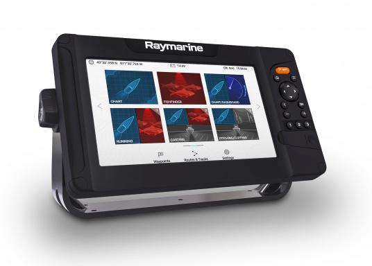 """Smartes 9""""-Multifunktionsdisplay mit benutzerfreundlicher Bedienoberfläche und integrierter GPS-Antenne.Auf einen Touchscreen wurde bewusst verzichtet, da die klassische Tastenbedienung in Verbindung mit der Raymarine LightHouse Sport Oberfläche auch bei schnellen Fahrten und starken Seegang für eine intuitive und präzise Bedienung des Gerätes sorgt."""