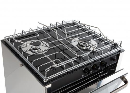 Design, quality and performance. This high quality RVS gas oven has two burners and is made of robust stainless steel. Its black thermal glass surface gives it a visually appealing design. Suitable for fixed or half-gimbal installation. (Image 4 of 6)