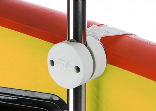 Easily secure your SUP on board with this fixing set! The 360° adjustable clamps made of high-strength ABS material provide a high degree of flexibility. Suitable for tubing with a diameter of 22 to 30 mm. Length of the snap fit lock approx. 180 cm. (Image 3 of 3)