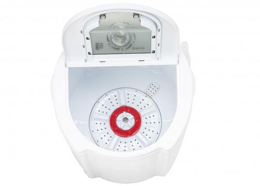 Kompakte Waschmaschine für Ihr Boot. Die intelligente Waschmaschine kann bis zu 2 kg Kleidung pro Waschgang aufnehmen und reinigt Ihre Kleidung effektiv von Schmutz. (Bild 3 von 4)