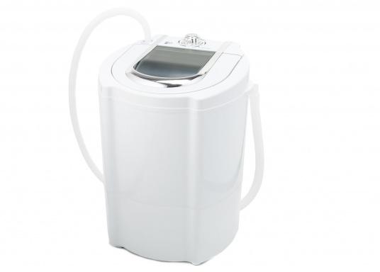 Kompakte Waschmaschine für Ihr Boot. Die intelligente Waschmaschine kann bis zu 2 kg Kleidung pro Waschgang aufnehmen und reinigt Ihre Kleidung effektiv von Schmutz. (Bild 2 von 4)