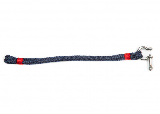 """The """"Sheet"""" wristband from Waterkant is made of sailing rope and is timelessly elegant, maritime jewellery. The single-coloured navy blue rope is decorated with red cord. The wristbands are handmade and braided. Make a statement! (Imagen 2 of 4)"""
