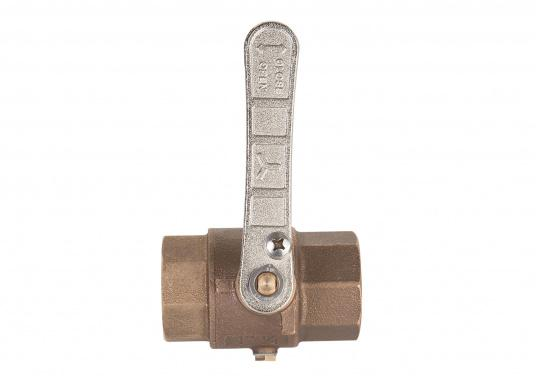 Bronze ball valve. To prevent frost damage, the water contained in the ball valve can be easily drained through the drainage hole.  (Image 2 of 4)