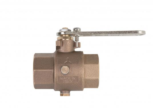 Bronze ball valve. To prevent frost damage, the water contained in the ball valve can be easily drained through the drainage hole.  (Image 3 of 4)