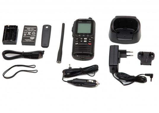 """Radio VHF portable avec récepteur GPS intégré. Son boîtier robuste au design ergonomique et son écran de 2,3"""" assurent un confort d'utilisation exceptionnel. Deux systèmes de brouillage intégrés permettent la communication sécurisée en mer. (Image 7 de 7)"""