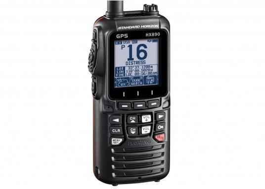 """Radio VHF portable avec récepteur GPS intégré. Son boîtier robuste au design ergonomique et son écran de 2,3"""" assurent un confort d'utilisation exceptionnel. Deux systèmes de brouillage intégrés permettent la communication sécurisée en mer. (Image 2 de 7)"""