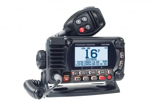 La radio GX1850GPS est robuste et extrêmement compacte, elle a une profondeur d'installation de seulement 82 mm. Ainsi, cette radio présente une grande flexibilité d'installation. Son écran large ( 66 x 36 mm ) et son menu de navigation simple offrent une utilisation intuitive.De plus, il est facile d'intégrer la GX1850GPS à votre réseau NMEA2000. (Image 2 de 5)