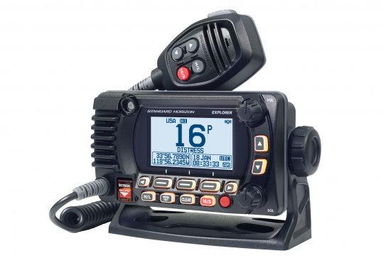La radio GX1850GPS est robuste et extrêmement compacte, elle a une profondeur d'installation de seulement 82 mm. Ainsi, cette radio présente une grande flexibilité d'installation. Son écran large ( 66 x 36 mm ) et son menu de navigation simple offrent une utilisation intuitive.De plus, il est facile d'intégrer la GX1850GPS à votre réseau NMEA2000. (Image 3 de 5)