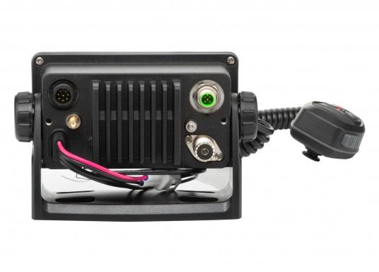 La radio GX1850GPS est robuste et extrêmement compacte, elle a une profondeur d'installation de seulement 82 mm. Ainsi, cette radio présente une grande flexibilité d'installation. Son écran large ( 66 x 36 mm ) et son menu de navigation simple offrent une utilisation intuitive.De plus, il est facile d'intégrer la GX1850GPS à votre réseau NMEA2000. (Image 4 de 5)