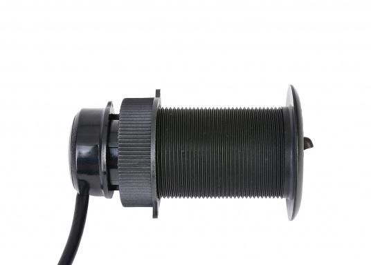 Die B&G Triton² Instrumentenanzeige ist das klarste Mehrzweck-Segelinstrument- und Autopilot-Display, mit einem 4,1-Zoll Farbbildschirm, der optische gebunden ist, um keine Kondensation zuzulassen. Im Lieferumfang ist der Durchbruchgeber DST-800 enthalten, welcher Daten zu Tiefe, Geschwindigkeit und Temperatur liefert. Zudem wird ein kabelloser Windgeber sowie ein NMEA2000 Starter-Kit mitgeliefert. (Bild 7 von 11)